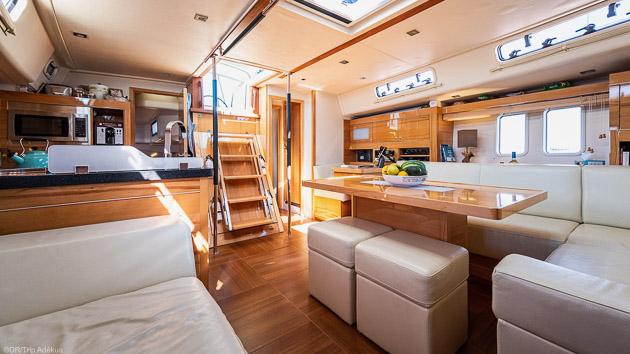 Une croisière de rêve en Sardaigne sur un voilier de 17 m