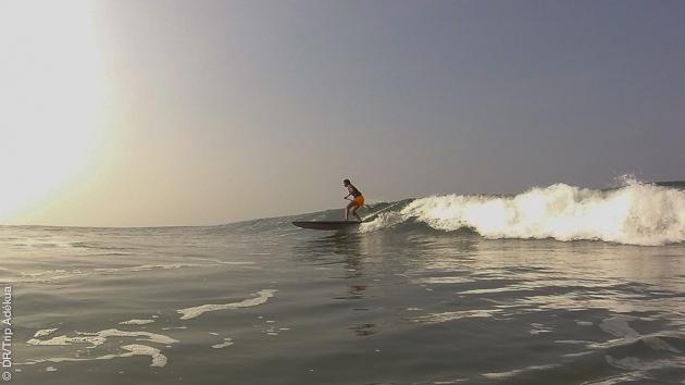 soleil et vagues en inde pour de belles sessions de stand up paddle dans les vagues