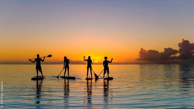 Un séjour SUP de rêve sur les eaux de Polynésie Française : balade, rencontres avec les dauphins et surf, le bonheur !